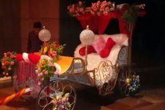 01-Royal-Golden-Chariot-Entry